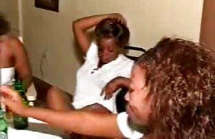 Chica negra recibe dos pollas blancas bombeando cine xxx latino su botín caliente