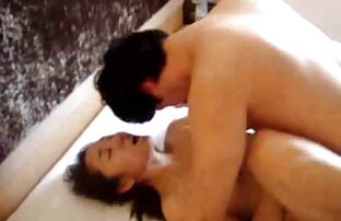 Adolescente de tetas pequeñas follada en el sofá porno smateur latino