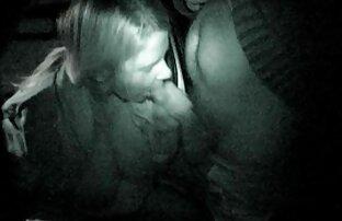Linda pornolatinas morena obtiene su coño masajeado y tocado