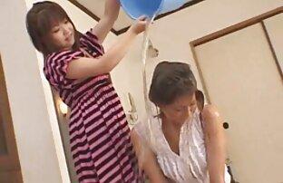 Lina videospornodelatinas cubierta de aceite y follando con un consolador