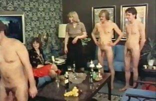 Ebony en la cocina. JOI porno en español latino gratis